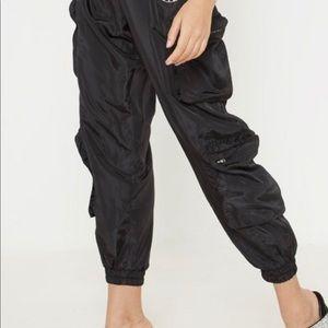 NWT black cargo pants !!